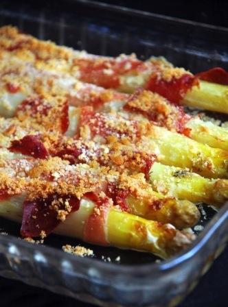 Recette d'asperges au bacon et crumble parmesan par la ferme Rothgerber